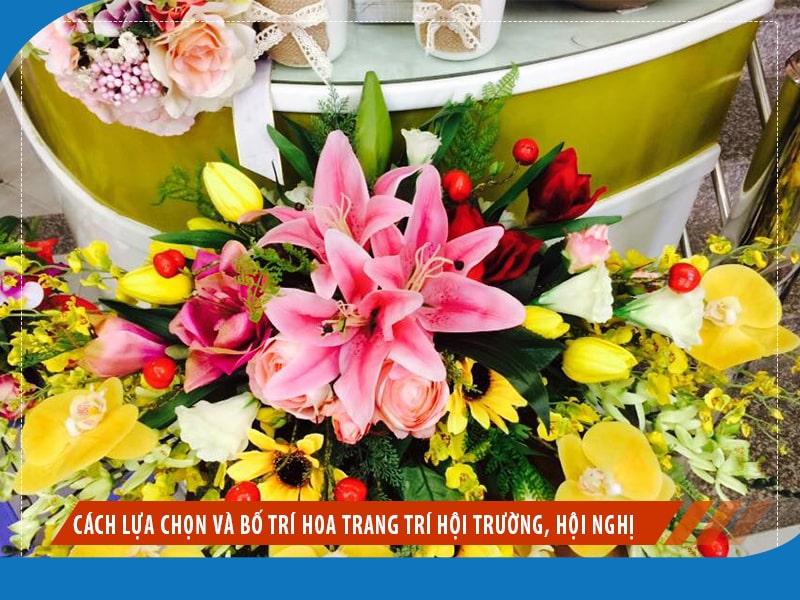 Cách lựa chọn và bố trí hoa trang trí hội trường, hội nghị