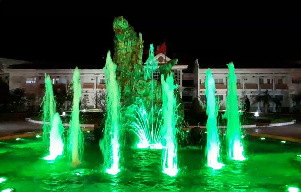 Chia sẻ cách trang trí đài phun nước nghệ thuật sử dụng đèn led dưới nước