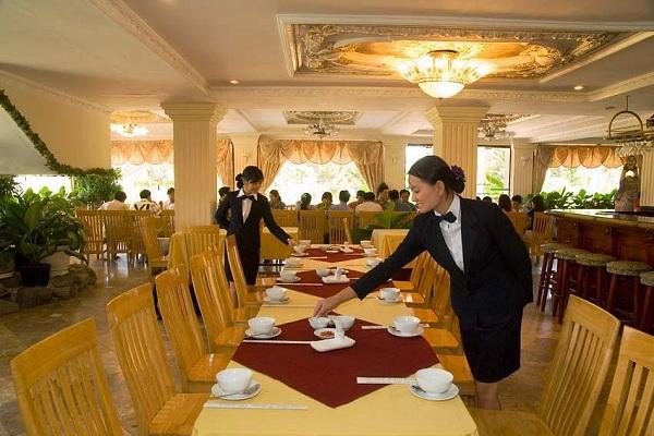 Tác phong phục vụ của nhân viên Khách sạn Thái Bình